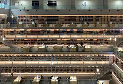 達賢書房遠景:「達賢書房」採用獨特的「層退」設計,構築夾層式的開放閱讀空間。