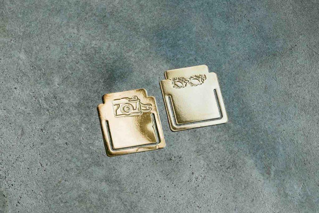 亮面金屬材質書籤,點綴老報圖象復古可愛。