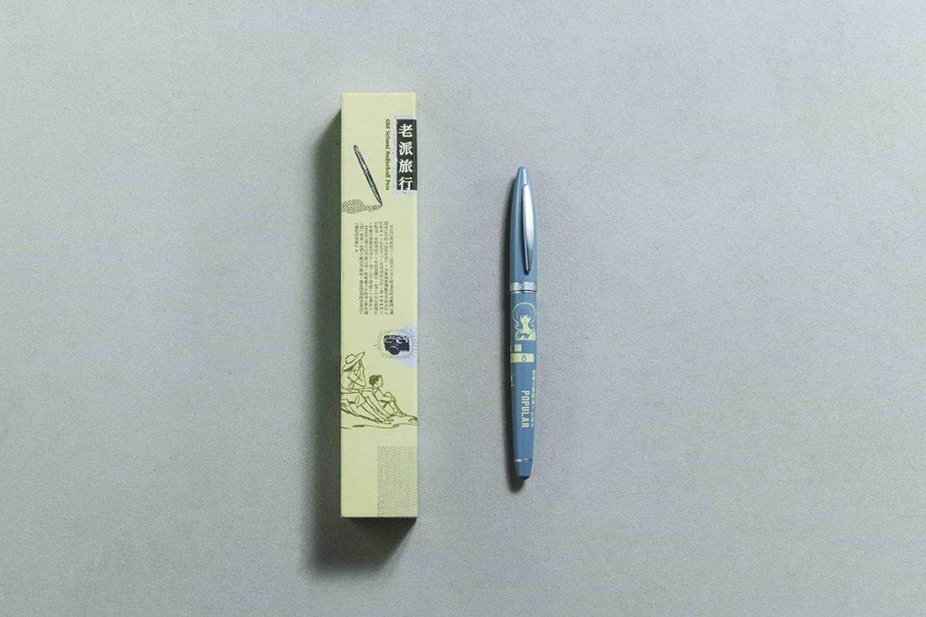 淺灰色調鋼珠筆沉穩大方,設計感包裝質感滿分。