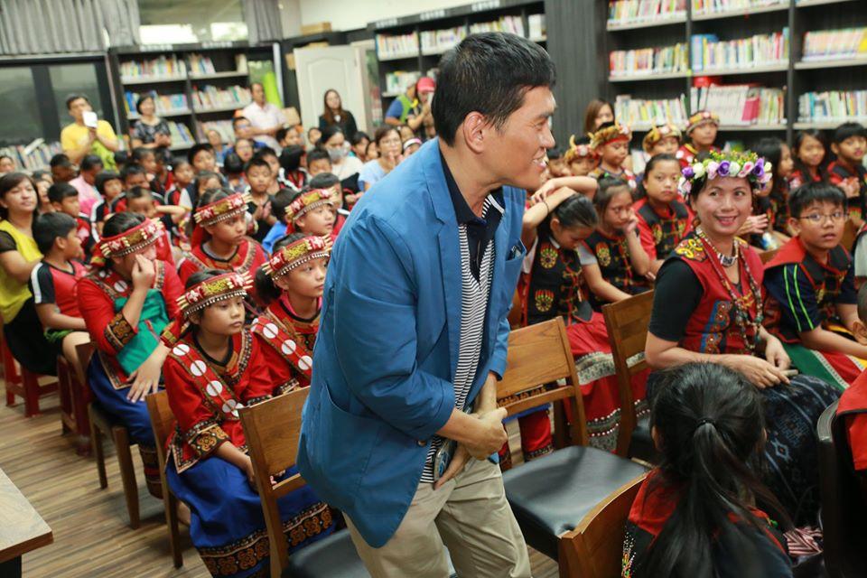 图为去年2月郭汉辰老师参加活动照片