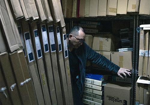 姚瑞中于工作室的作品蒐藏室